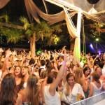 Jurerê Internacional terá mais de 40 festas, baile infantil e desfile de escola de samba no carnaval