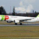 TAP comemora 73 anos com passageiros brasileiros