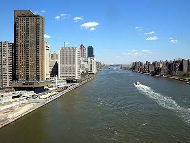 Helicóptero cai em Nova Iorque e 5 pessoas morrem