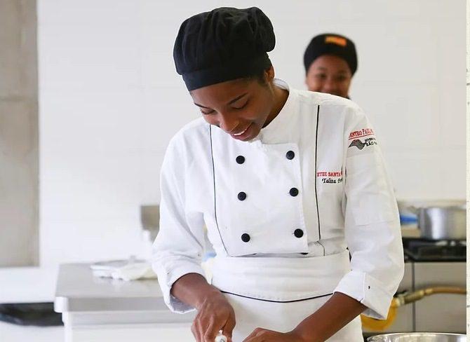 Escola realiza encontro de chefs com a segunda edição do Gastroetec