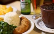 Pizzaria Copan: versátil, serve feijoada na cumbuca