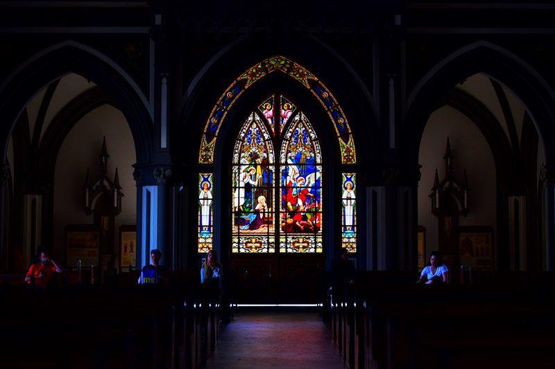 Os vitrais da igreja (Foto: Ana Azevedo - DT)