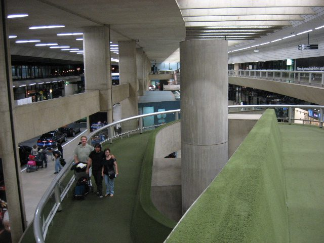 Atendentes do Aeroporto Internacional Tancredo Neves (BH) recebem capacitação sobre o destino