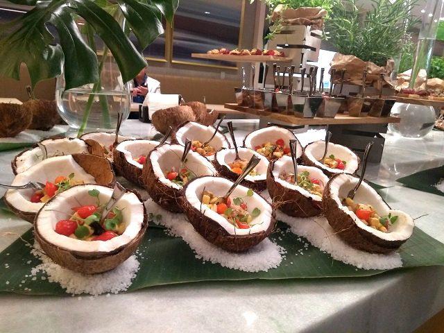 O restaurante e o café do hotel são abertos para não hospedes durante a semana com comida brasileira