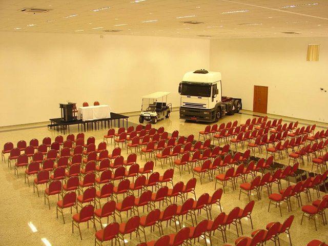 Amplo salão de eventos onde cabem até 1.000 pessoas sentadas (Crédito: divulgaçao)