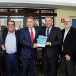 Álvaro Dias, candidato do PR à presidência, recebe reivindicações do turismo