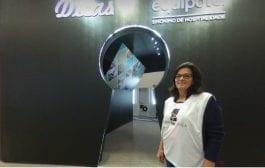 Cris Paola atrai hoteleiros e compradores em seu espaço Dicas na Equipotel