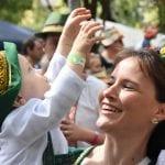 """34ª Oktoberfest apresenta o desfile """"Festa da Alegria"""""""