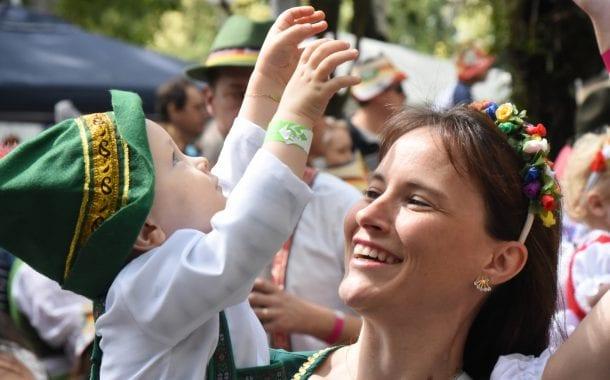 34ª Oktoberfest apresenta o desfile