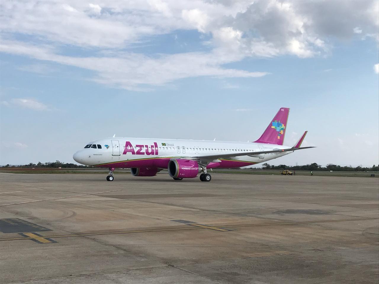 Azul lança nova aeronave nas cores do Outubro Rosa