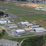 Aeroporto de Carlos Prates realiza obras na pista de taxiamento de aeronaves