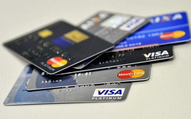 Bacen: cartões de crédito deverão oferecer cotação do dia da compra