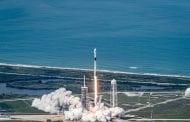 NASA lança foguete Space X Falcon 9 Es'hail-2, em Orlando