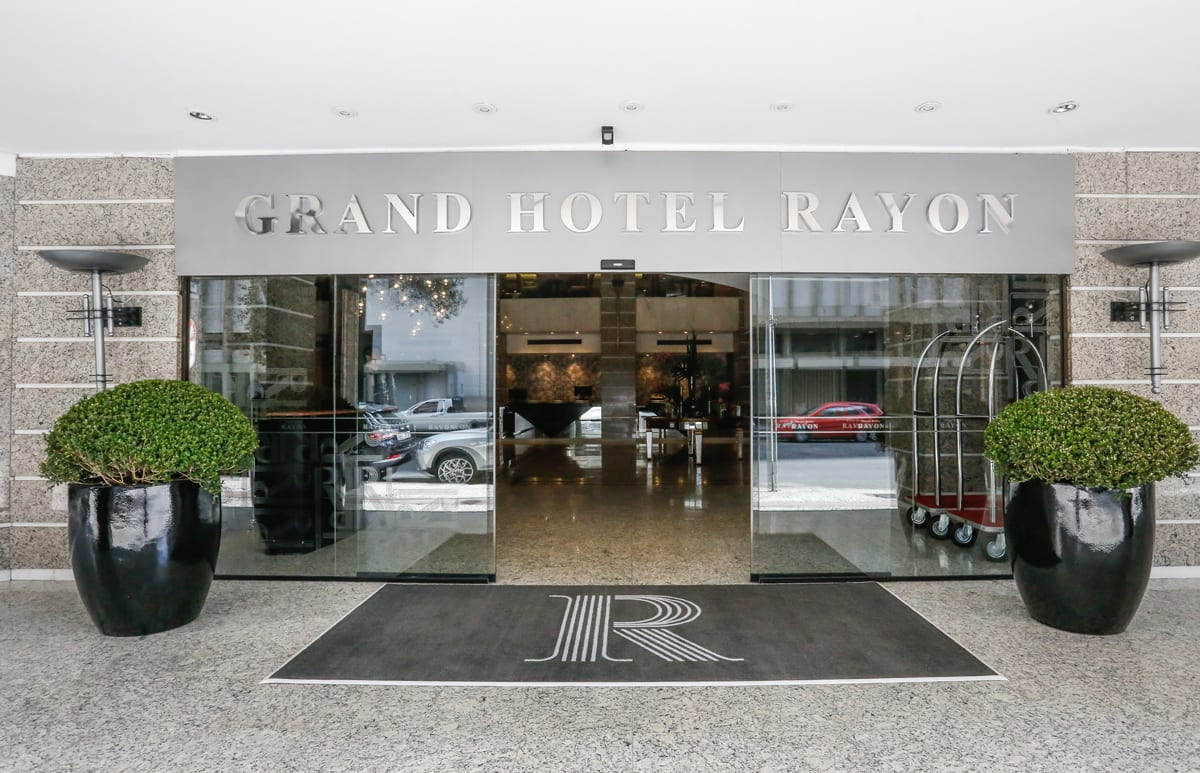 Grand Hotel Rayon promove a Black Week
