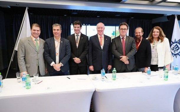 Frentur reúne lideranças, atual e futuro ministro do Turismo em transatlântico, no Rio de Janeiro