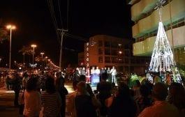 Orla do Atalaia em Aracaju ganha iluminação alusiva ao