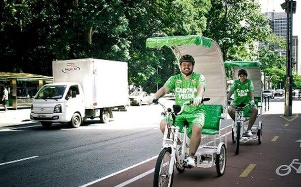 Carona Verde oferece caronas gratuitas de triciclo na Avenida Paulista em São Paulo