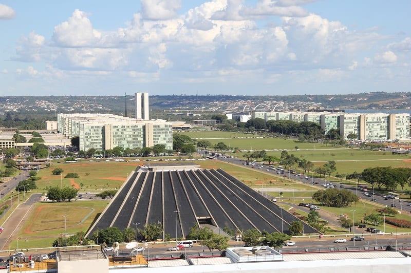 Governo pretende economizar R$ 209 milhões por ano com o corte de 21 mil cargos comissionados