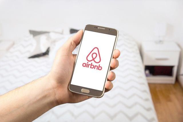 Airbnb expande sua estratégia de acomodações com aquisição da HotelTonight