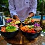 Iguaria típica do Hawaí, o Poke é tema de festival gastronômico em hotéis da Accor
