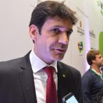 """Ministro agrada empresários do Turismo e fala do """"revogaço"""" para desburocratizar o país"""