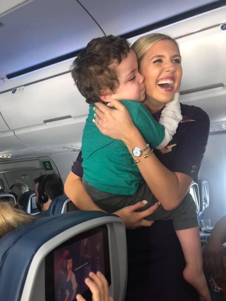 Gentileza de comissária da Delta Airlines viraliza nas redes sociais