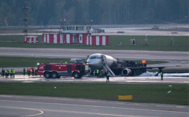 Incêndio em avião de passageiros na Rússia deixa 41 mortos