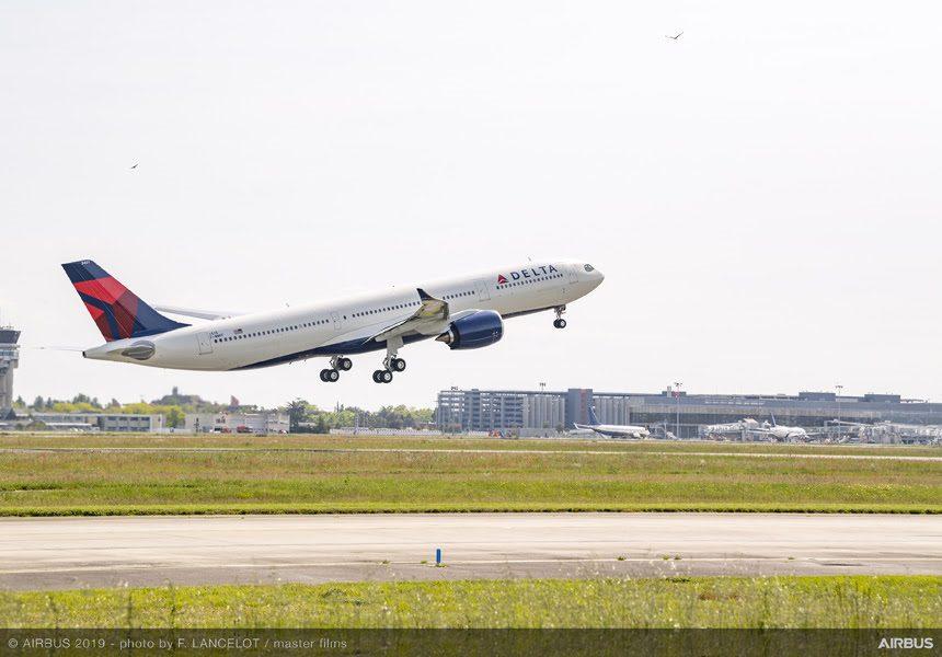Aeronave A330-900neo reduz a emissão de carbono das viagens