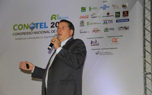 Palestrante Ricardo Aly propõe multiplicidade de canais e refinamento profissional