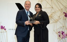 Brasileira da American Airlines recebe o Chairman's Award, prêmio máximo a um funcionário