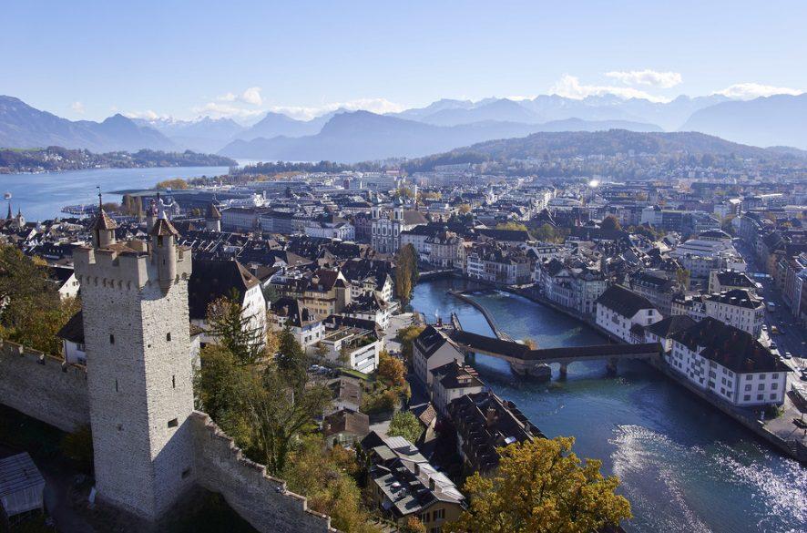 DICAS DO DIÁRIO: Muralhas de Lucerna - o contraste entre o moderno e o medieval