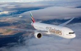 Emirates compromete-se a reduzir plásticos de uso único a bordo