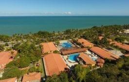 Porto Seguro Praia Resort oferece cadeira anfíbia para hóspedes com deficiência